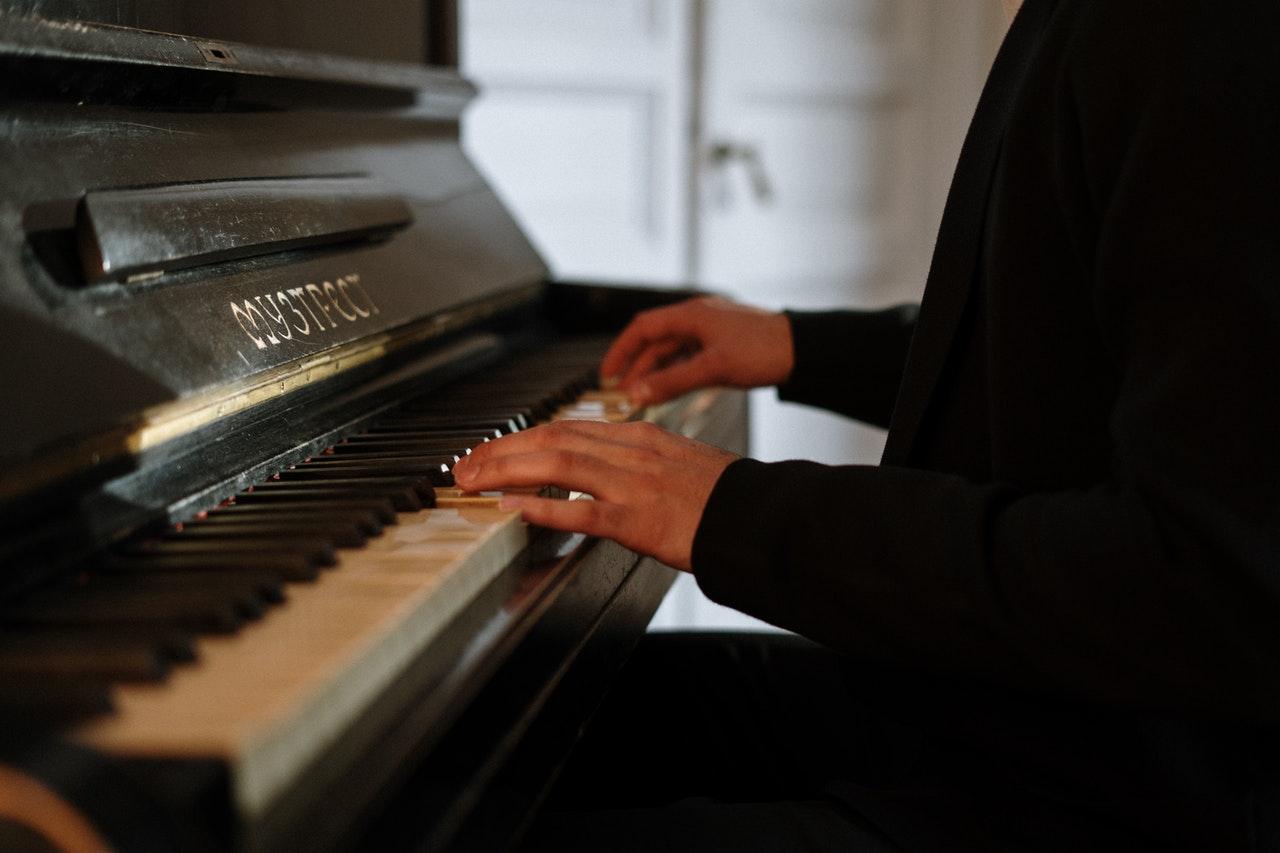 Pianoles Houten